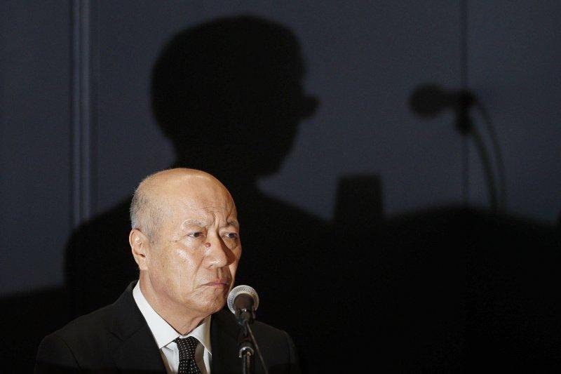 日本廣告業巨頭電通公司社長石井直28日在記者會上宣布辭職(AP)