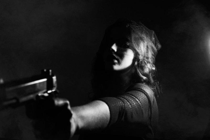 忍無可忍的她,在兒子死亡隔天,持獵槍朝丈夫後背擊發3槍致死…(圖/Pexels@pixabay)