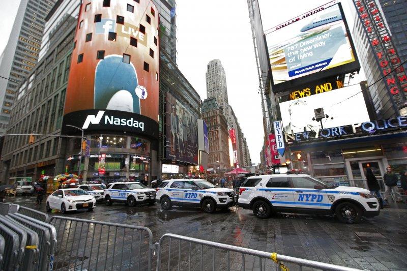 2016/2017跨年活動將至,恐攻陰影籠罩,美國紐約市「時報廣場」加強戒備(AP)