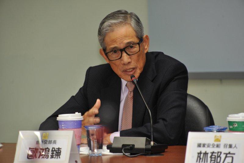 20161230-「謝志偉有失外交官分寸」記者會,前外交部長歐鴻鍊。(甘岱民攝)