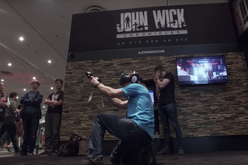 HTC在電玩大展上讓民眾體驗vive的VR(虛擬實境)技術。(截圖自Youtube)