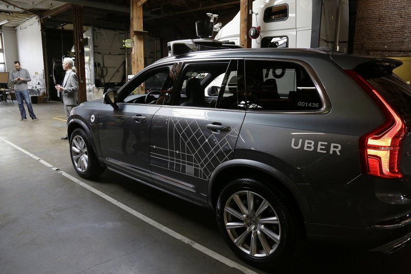 作者表示,希望台版UBER早日面世,使得這個創新創意產業的的美好故事,最後並非悲劇收場,能有一個司機與乘客都滿意大團圓的結局。(資料照,美聯社)