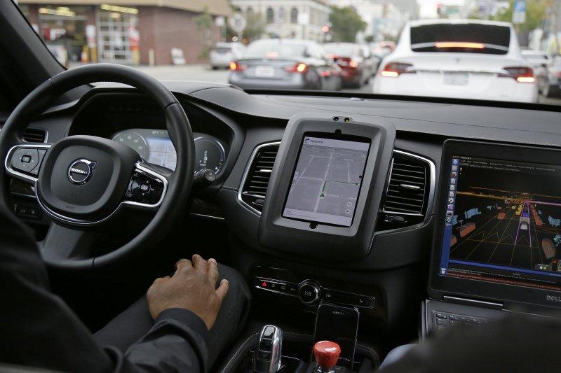 Uber也推出自動駕駛車載客服務。(美聯社)