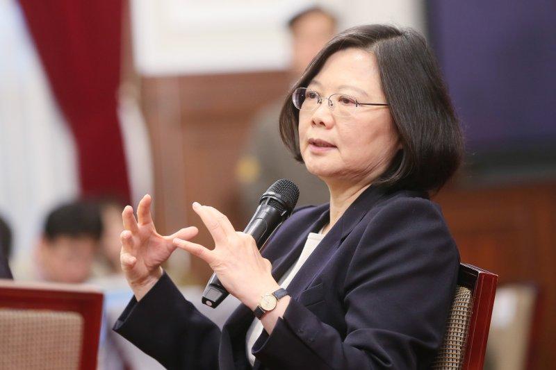 國際政治局勢是多變的,亦沒有什麼是不可能的,因此,除了要靠自己外,如何的在美、中兩強之間合縱連橫尋求對台灣最有利之策略,成為蔡英文當務之急。(資料照,總統府)