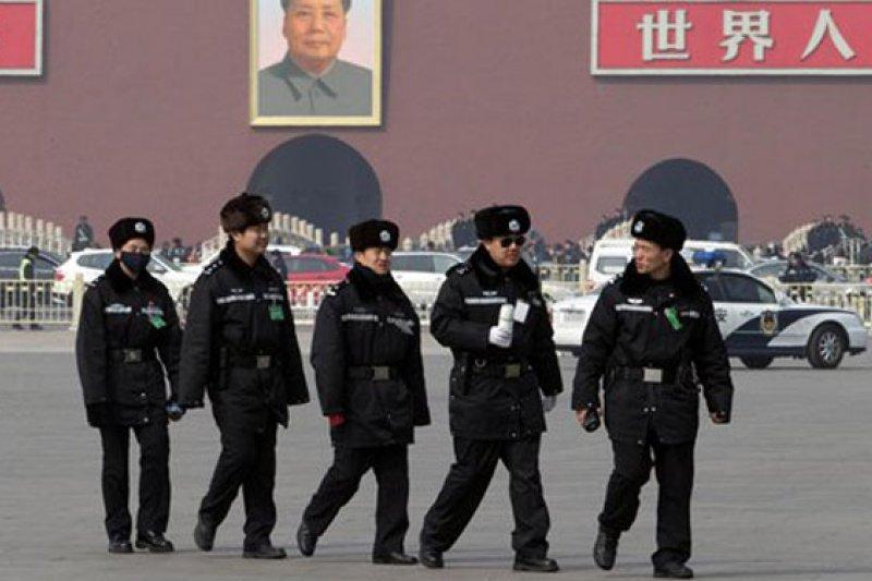 作者認為,一旦中國邁向民主法治國家成功,繼起的中國式民粹主義摻雜民族主義,挾著經濟、軍事優勢,台灣將可能遭遇到前所未有的挑戰。(資料照,AP)