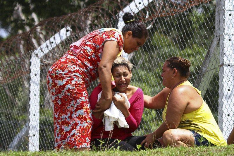 巴西亞馬遜州首府瑪瑙斯最大監獄發生動亂,遇害者的家屬痛哭失聲(AP)