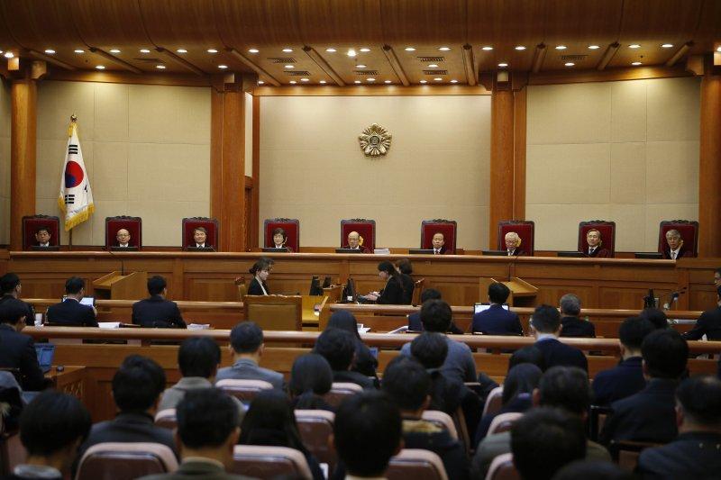 南韓憲法法院審理總統朴槿惠彈劾案,將在最近宣判。(美聯社)