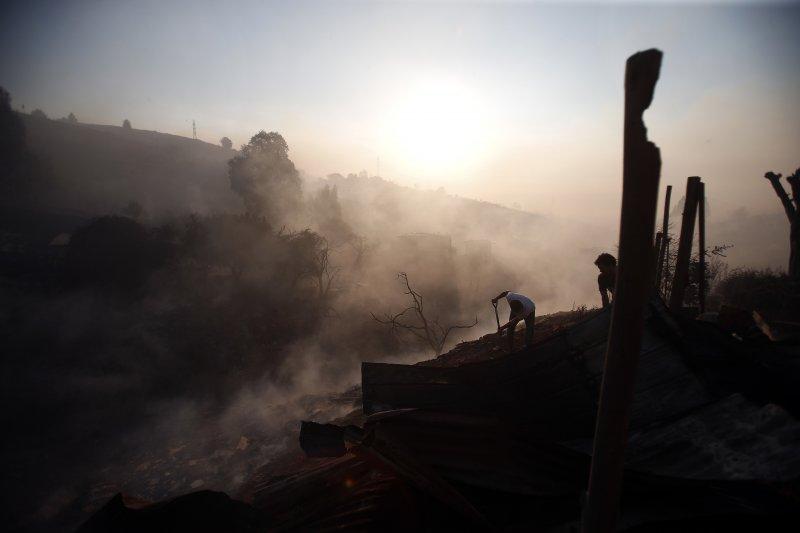 智利觀光港市瓦巴萊索,2日遭野火肆虐。(美聯社)