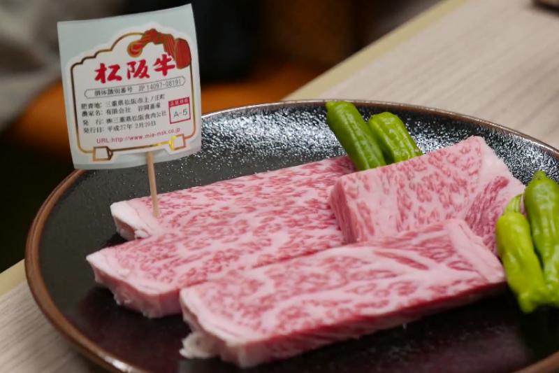 迴轉燒肉,一個人也能吃到A5等級的松阪牛!(翻攝自youtube)