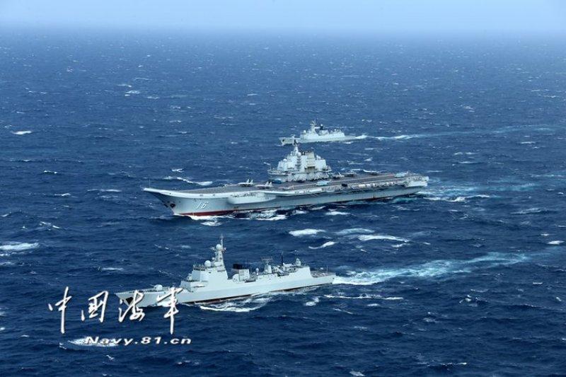 共軍「遼寧號」航母10日晚間已啟程準備北返青島母港,據我方掌握,「遼寧號」航母10日夜間11點左右已進入我東沙島周邊海域。(資料照,取自中國海軍網)