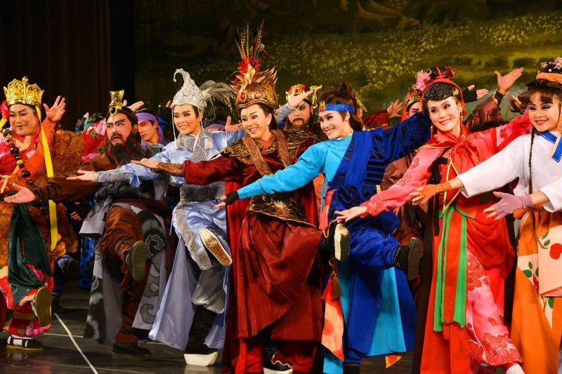 歌仔戲從過去野台戲邁向國家級殿堂與世界舞台!(圖/明華園戲劇總團@facebook)