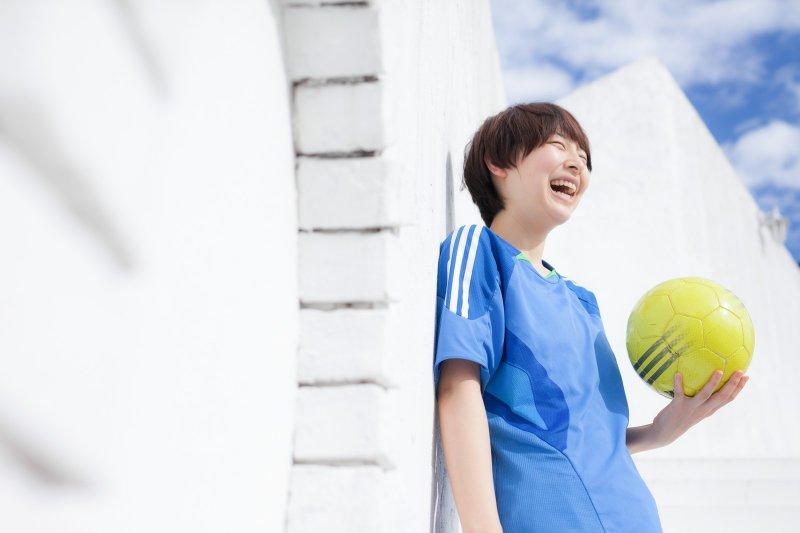 專家指出,自信的人通常會有5種人格特質,也因此不容易感到煩惱、生活比較快樂。(圖/取自pakutaso)