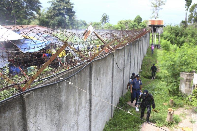 菲律賓南部監獄4日清晨遭到疑似伊斯蘭武裝叛亂分子襲擊,至少158名囚犯趁亂逃獄,警方全力搜捕中。(美聯社)