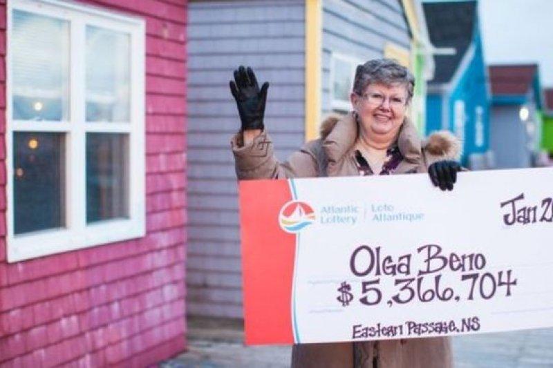加拿大新斯科細亞省的貝諾夢見中奬號碼,贏得530萬加元奬金(BBC中文網)