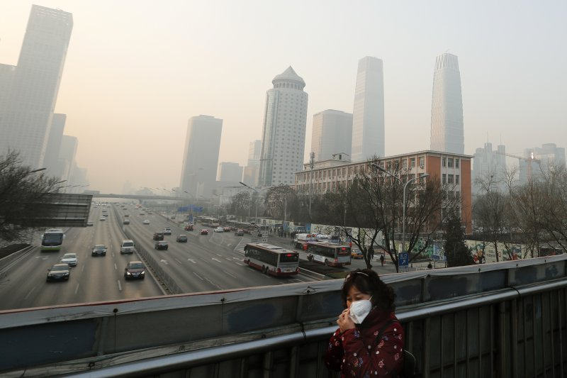 中國霾害嚴重,外媒分析,北京空汙總是緊隨經濟規劃而變動。(AP)
