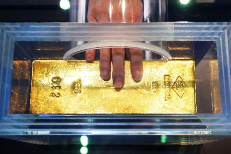 元大黃金ETF研究團隊指出,短期內貨幣政策轉向可能性較低,因此對金價仍可以正面期待。示意圖。(資料照,美聯社)