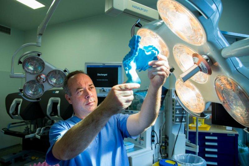 愛爾蘭利默里克大學醫院(University Hospital Limerick)研究員科菲(J. Calvin Coffey)指出,腸繫膜雖然是腸道中的一種膜,卻是一個「器官」。(Alan Place / University of Limerick)