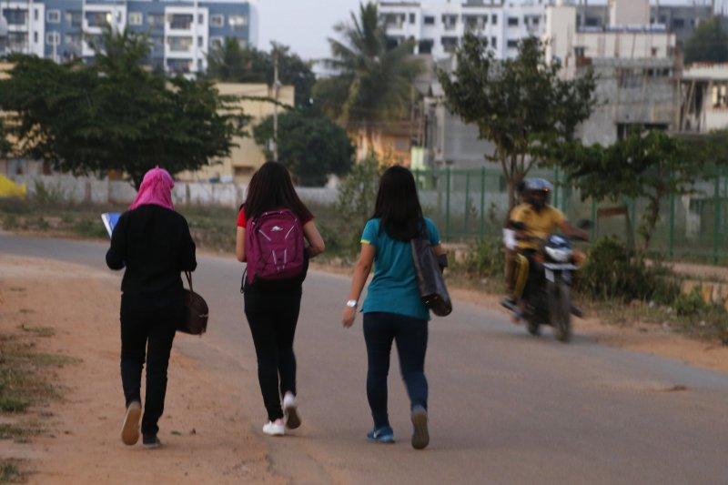印度女孩時時刻刻都要擔心自己成為性騷擾的受害者。(美聯社)