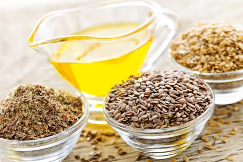 亞麻仁油中富含Omega-3脂肪酸,普遍認為對減肥、回春、美容和促進健康都有幫助。(翻攝自youtube)