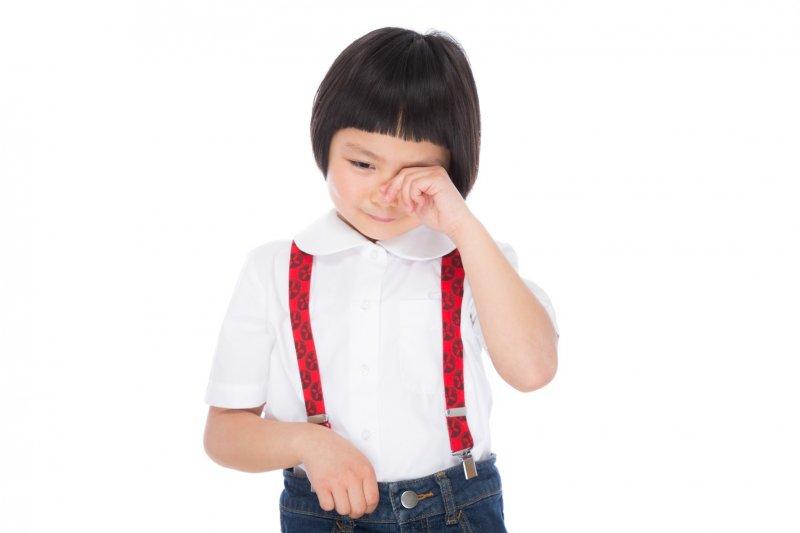 當學習和成績分數扯上關係,學校考試就成了孩子想逃避的壓力。(示意圖非主角本人/pakutaso)
