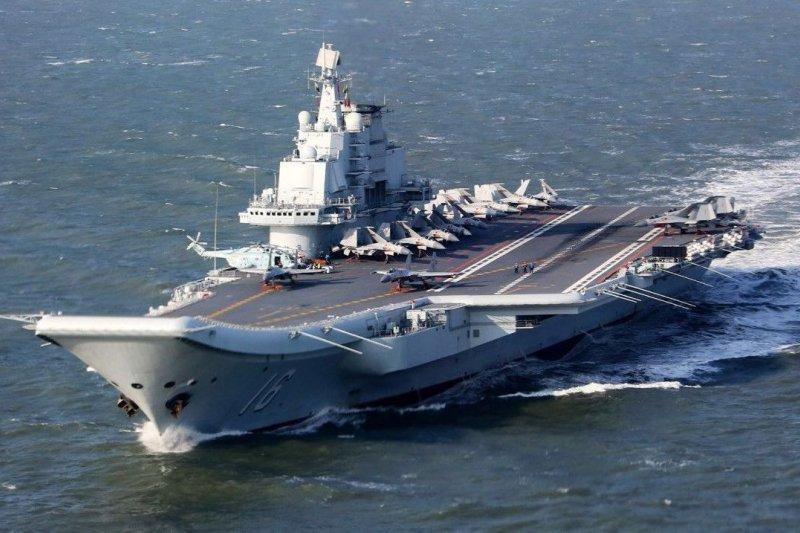 解放軍海軍遼寧艦西出太平洋,首度搭載預警直昇機直-18J(取自網路)