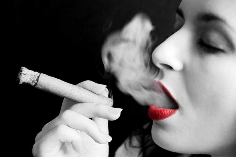 基於健康人權與經濟等理由,室內酒吧夜店的確該全面禁菸。(吸菸有害健康)