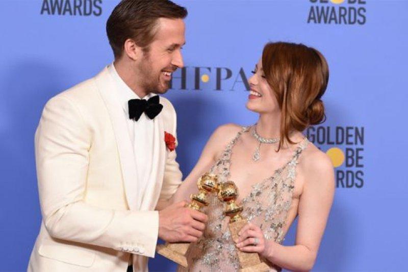 雷恩葛斯林與艾瑪史東憑《樂來越愛你》雙雙獲獎。(BBC中文網)
