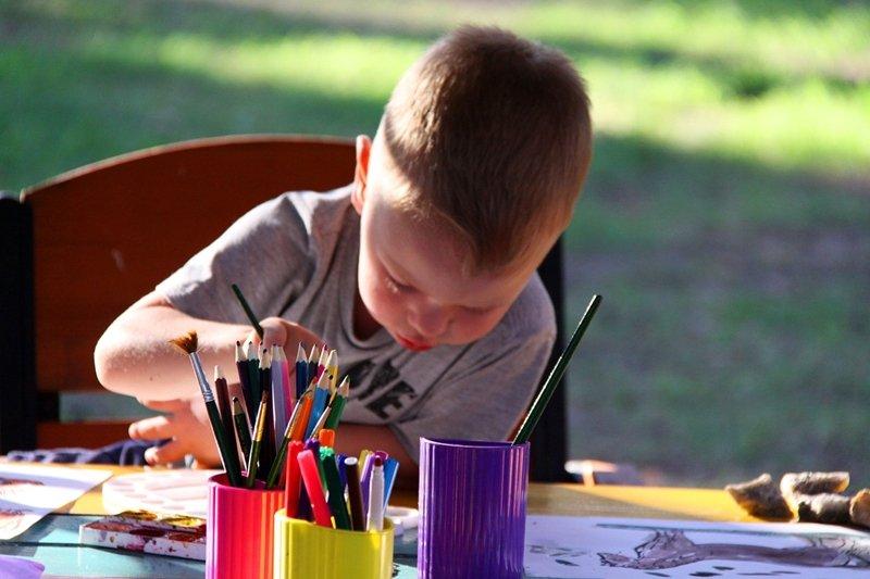 她希望孩子們能在那短短的45分鐘忘掉現實生活的不愉快,無拘無束去體驗藝術創作的寶貴。(圖/pixabay)