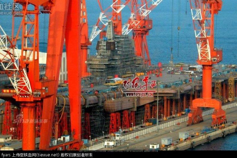 中國網友發佈在網路論壇的國產航空母艦照片。