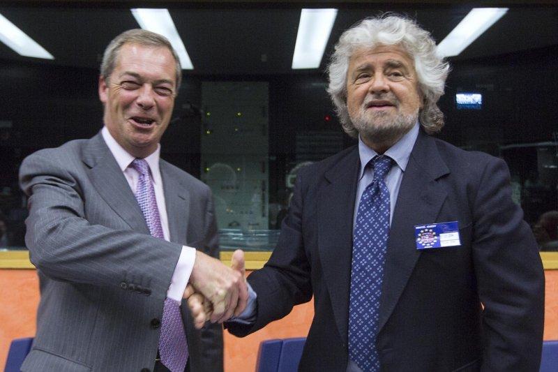 英國獨立黨前黨魁法拉吉(左)與義大利五星運動黨魁格里羅(右)(翻攝網路)
