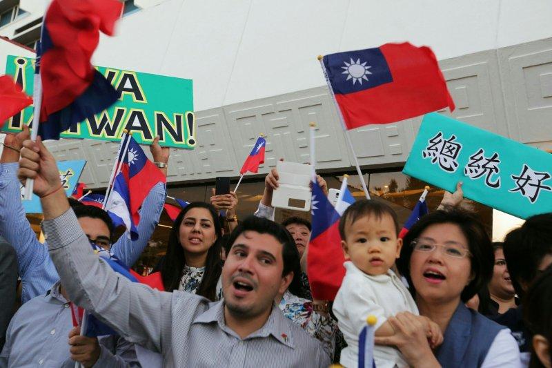 作者認為,海外華人對中華民國的認同,是國家外交上的重要資源,這群僑胞即便從未在台灣生活,但能透過當地人脈提升中華民國的外交能見度。(資料照,總統府提供)