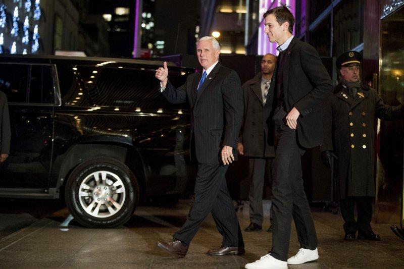 美國準副總統彭斯(左)與準總統川普的女婿庫許納(右)(AP)