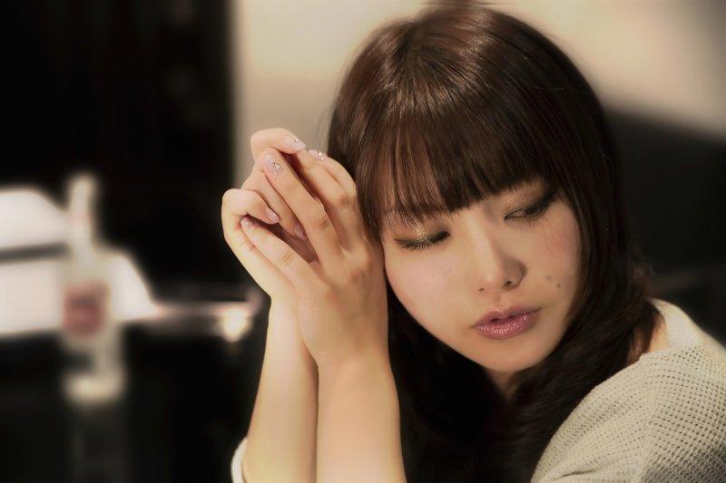 為何選擇不結婚,會承受那麼多的壓力?(圖/すしぱく@pakutaso)