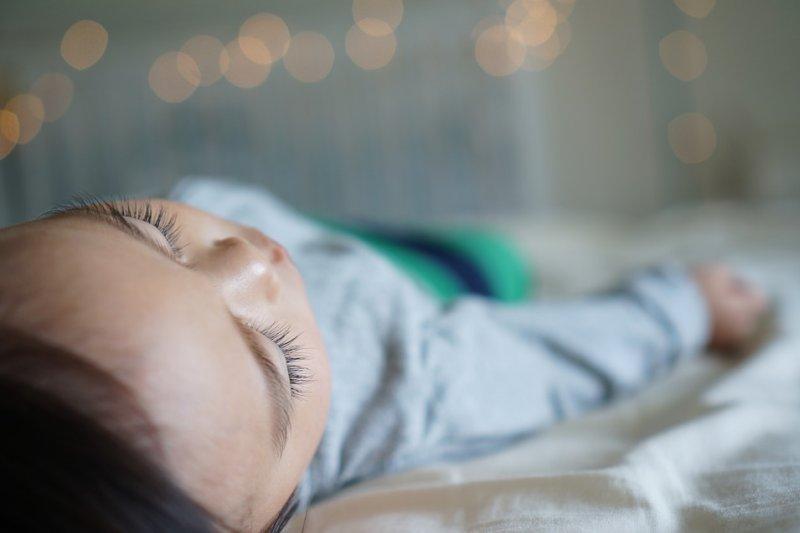 一天睡多久才夠?什麼姿勢最好?醫師大解密!(圖/Pixabay)
