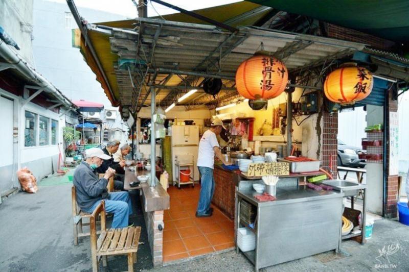 延三夜市裡的老牌小吃,攤攤都是台北的老滋味(圖/openrice提供)
