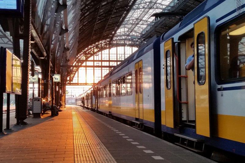 荷蘭鐵路集團公司(NS)日前宣布,該公司電力火車已全部使用風力發電驅動(NS臉書)