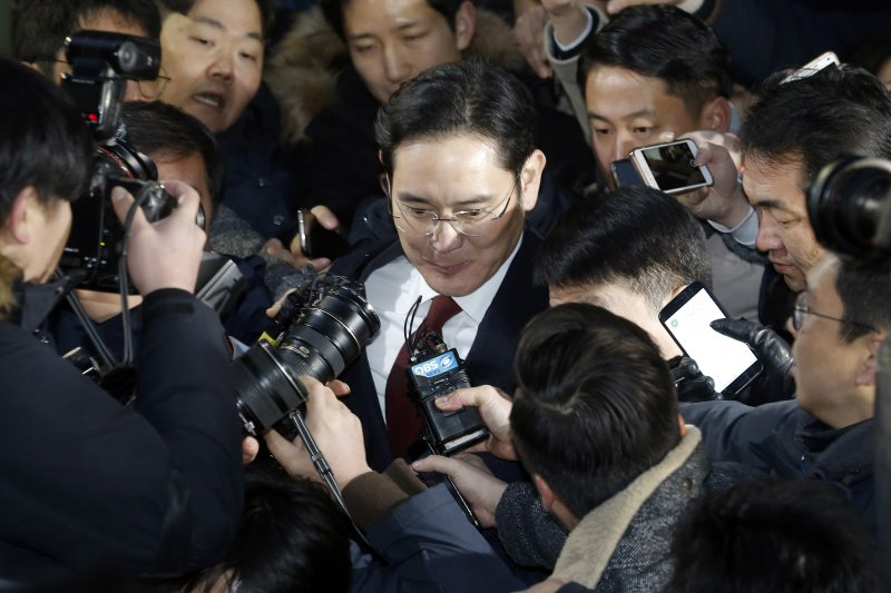 三星電子副會長李在鎔12日接受特別檢察組偵訊(AP)