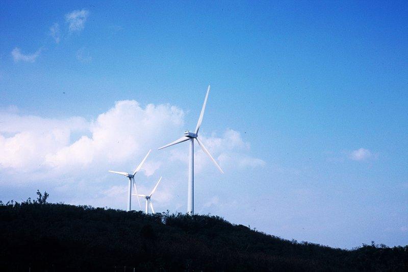 作者指出,德國的能源轉型政策是蔡政府的標桿,但蔡政府沒說的是,德國因大力發展綠能,電力備用容量率超過100%,而六年後全民也將因為蔡政府的能源轉型政策,每年付出2500億元的代價。(資料照,取自flicker@chia ying Yang)