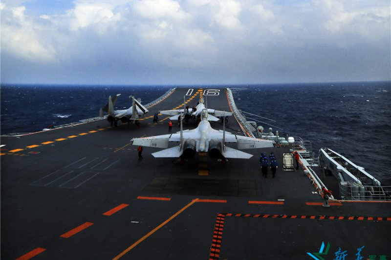 中國海軍遼寧艦,編隊在南海進行訓練(新華社)