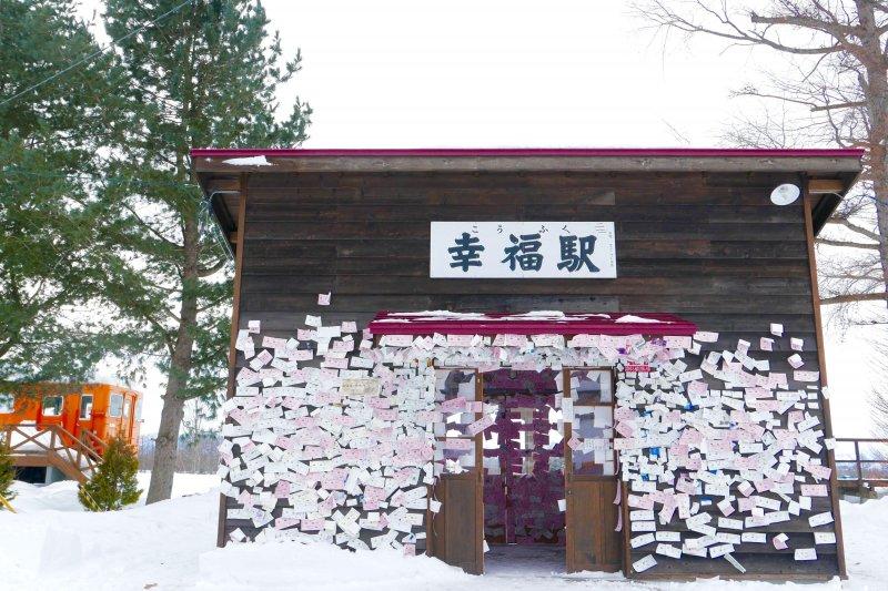 位在北海道的幸福車站,在雪中顯得特別浪漫。(圖/MATCHA提供)