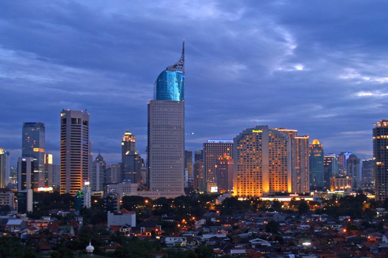 雅加達的夜景。(yohanes budiyanto@Wikipedia / CC BY-2.0))