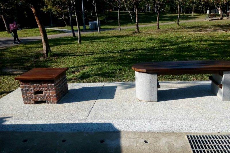 爐灶座椅組,平時外觀是一班的休憩座椅。(台北市公園處提供)