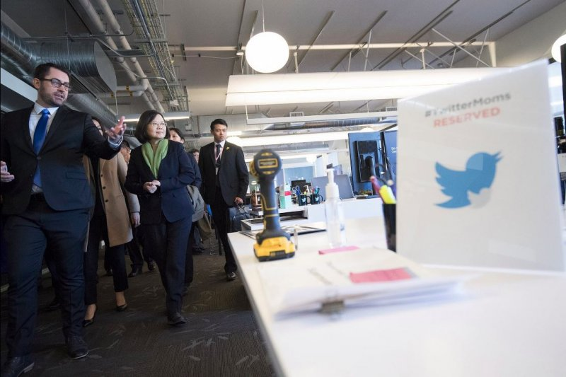 總統蔡英文過境美國參訪推特總部,還開設了官方帳號。(蔡英文推特)
