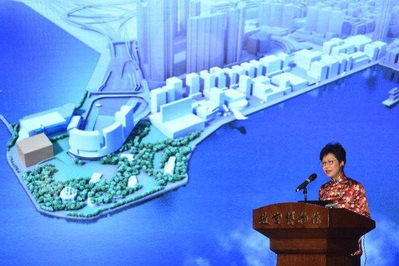 香港政務司司長兼西九管理局董事局主席林鄭月娥與北京故宮簽署協議,要在香港興建故宮文化博物館。(來源:香港政府新聞公報)