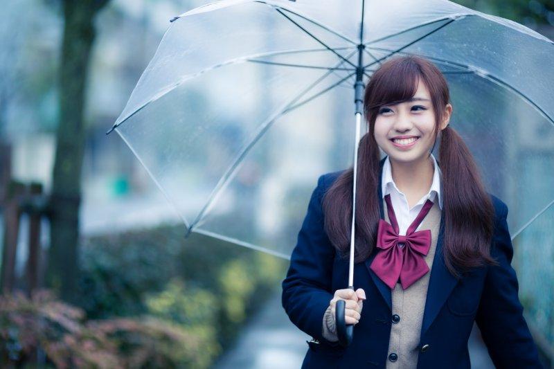 雨傘是生活用品、是全世界最容易弄丟的東西,但在18世紀的巴黎卻是時尚、尊貴的象徵。(圖/すしぱく@PAKUTASO)