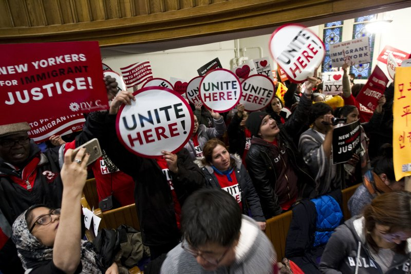 移民團體抗議川普(AP)