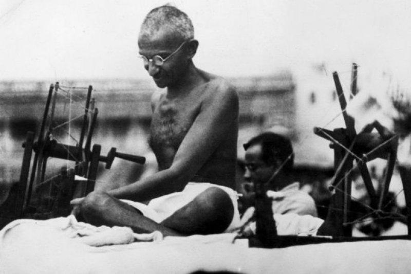 聖雄甘地在印度被尊為國父。(圖取自BBC中文網)