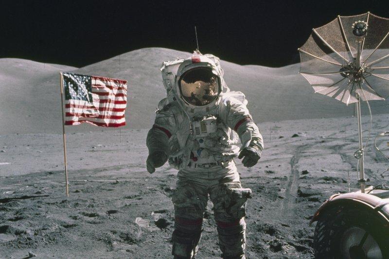 阿波羅17號指揮官賽南是最後一個在月球留下足跡的人。(美聯社)
