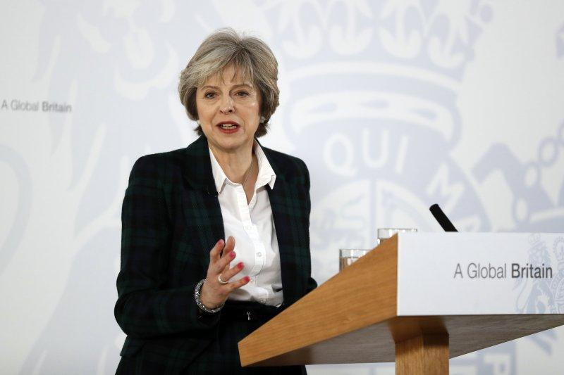 英國首相梅伊17日針對脫歐計畫ˋ進行演說。(美聯社)