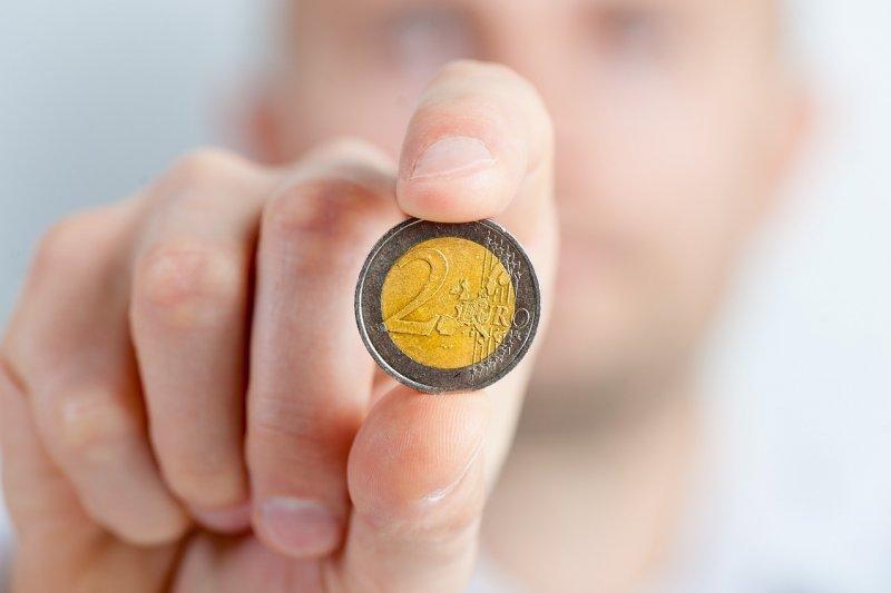 小資族做資產配置前,先衡量資金是否充足。(圖/jarmoluk@pixabay)